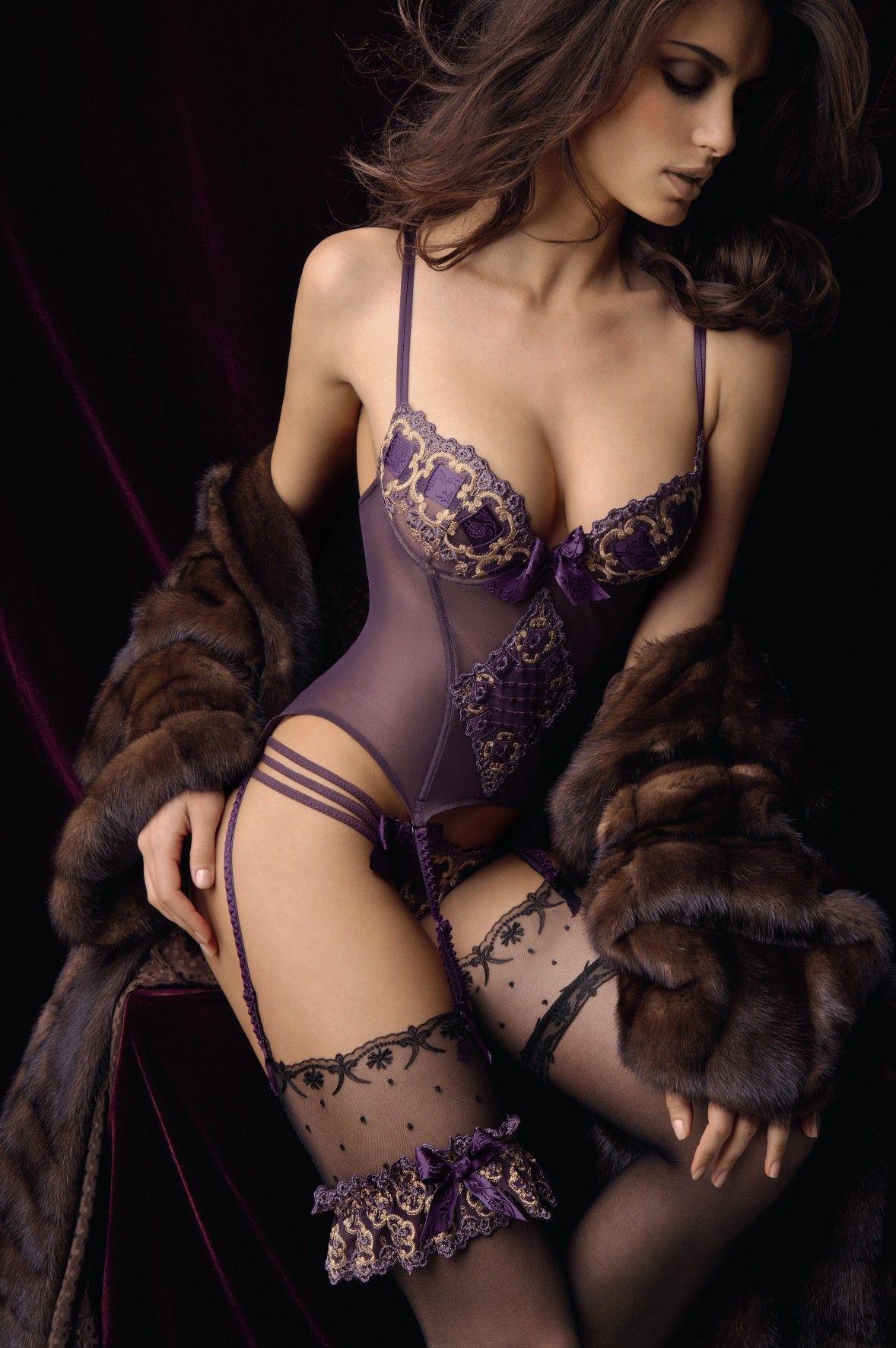 a453c1831afe8 Belo modelito para uma ida ao Motel Cisne - Catrinel Menghia For Lise  Charmel sexy hot lingerie girls