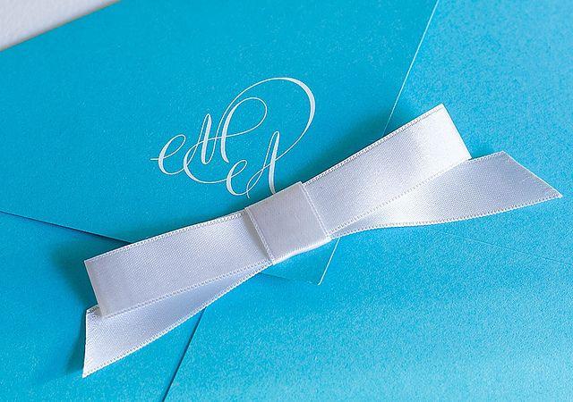 Ruband sur l'enveloppe du faire -part de mariage