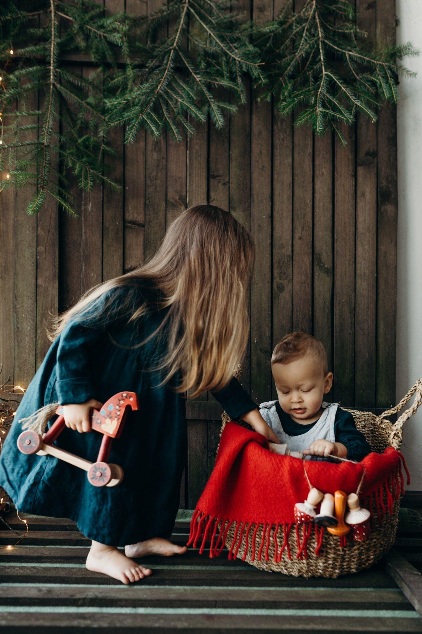 #lapetitealiceshop #christmas #holiday #cozychristmas #cozyevenings #linenchristmas #winterevenings #christmasishere #babyphotography #childrenwear #linenewear #babywear #babyshirt #linenshirt #redblanket #cozyblanket #emroidery #handmadetoys #naturalfibers #consciousfashion #christmasgifts #responsiblefashion #childrenfashion
