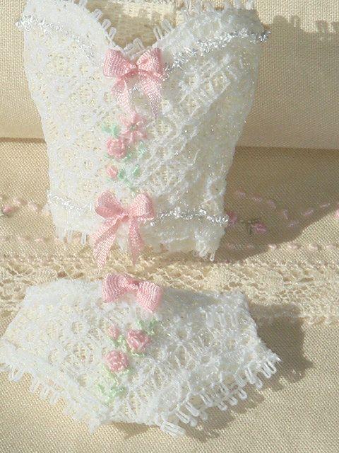 Dollhouse lace corset and bra. 1:12 dollhouse miniature underwear. op Etsy, 18,00€