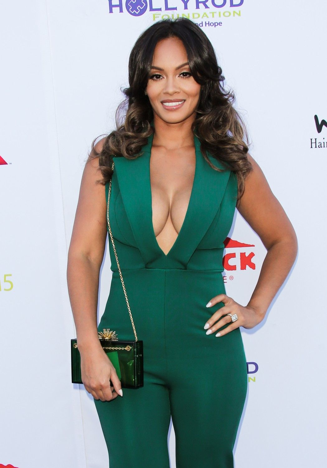 Evelyn Lozada flashes her amazing body in barley there