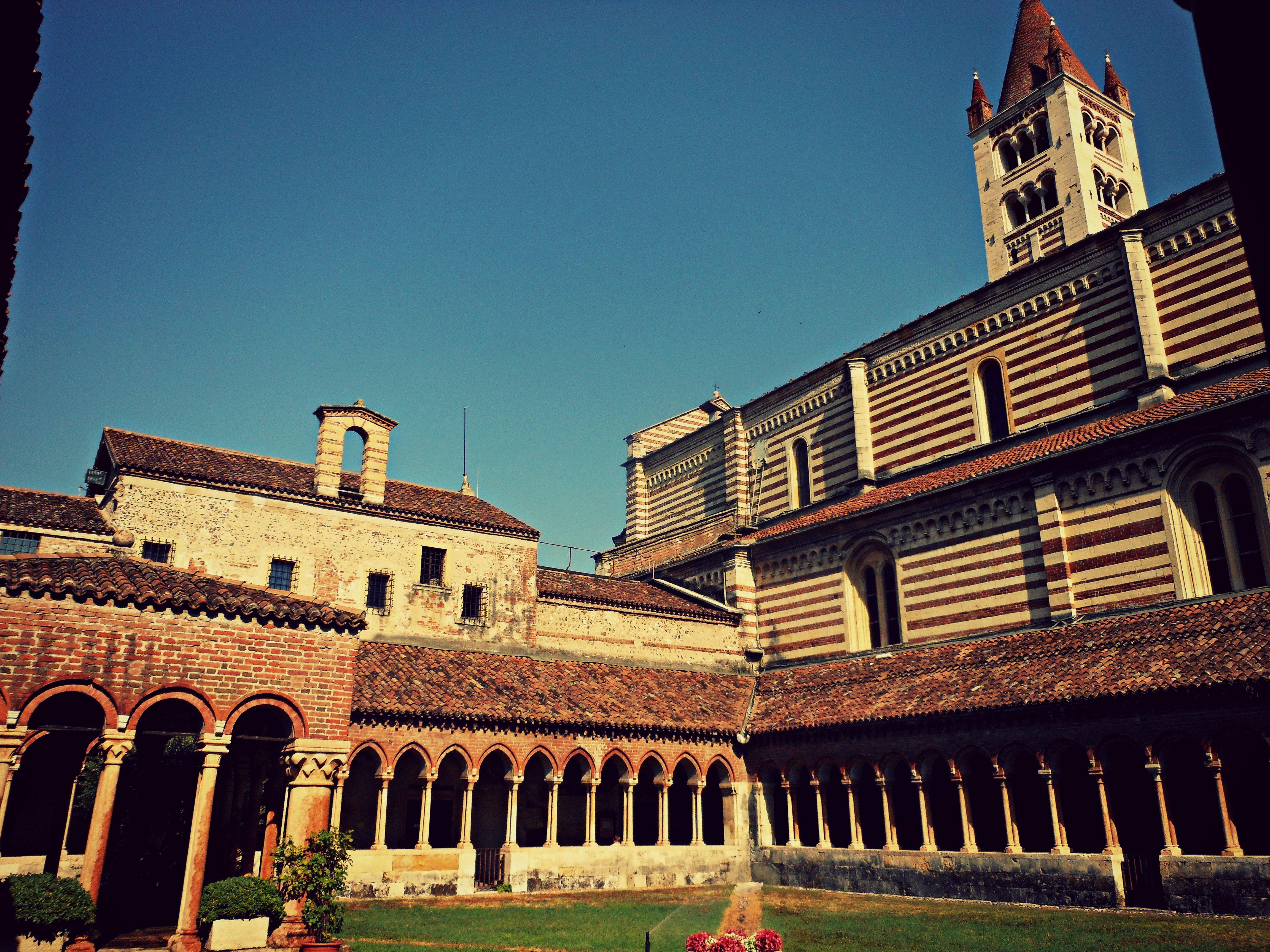 .San Zeno, cortile interno