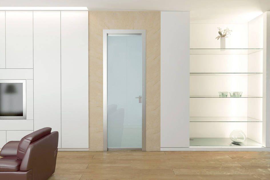 La porta a battente in vetro Elettra è progettata per ...