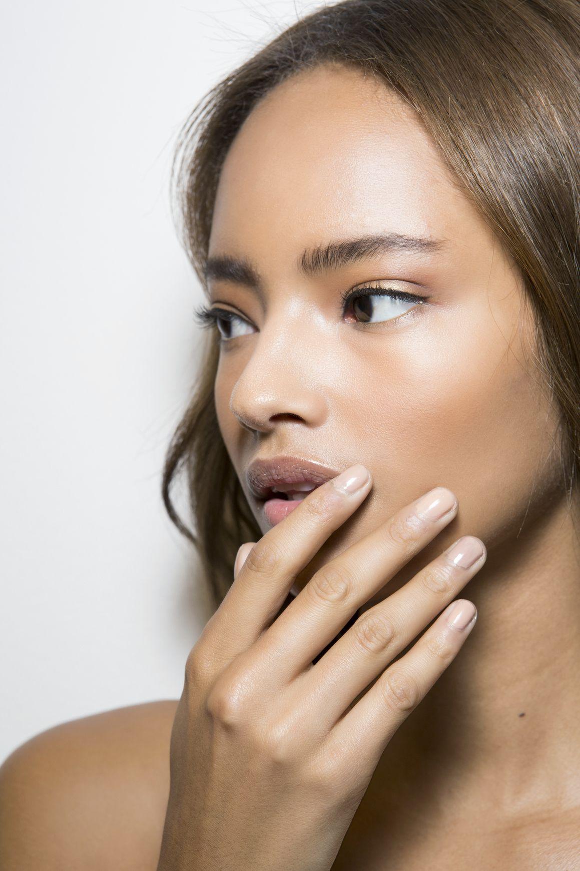 Manicure: trendy wiosna-lato 2015, AlbertaFerretti, fot. Imaxtree