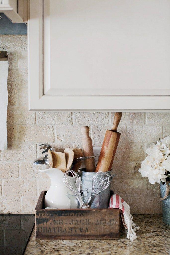 16 Diy Farmhouse Kitchen Ideas That Are Cheap And Easy Xo Katie Rosario Farmhouse Kitchen Decor Rustic Kitchen Decor Farmhouse Kitchen Backsplash