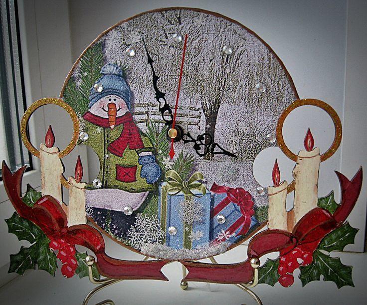 Сегодня мы будем изготавливать новогодние часики своими руками с сюрпризом.