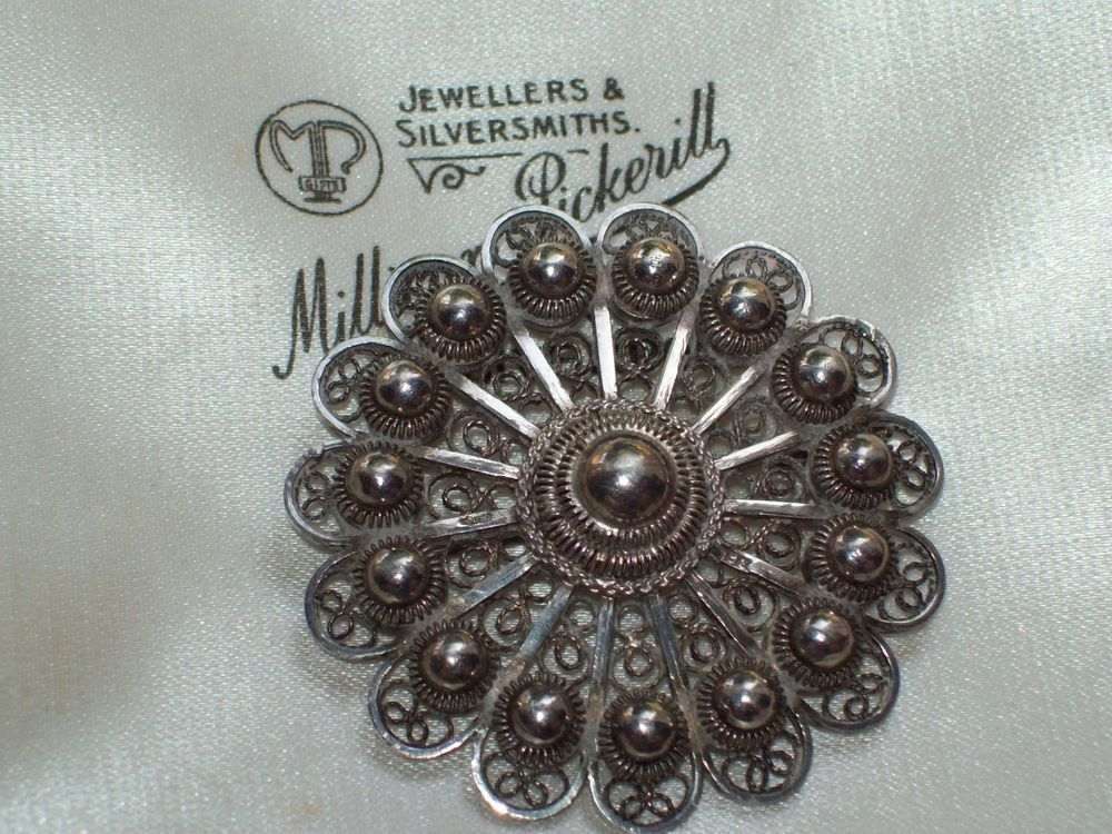 Costume Jewellery But Very Pretty Brooches & Pins Silver Brooch