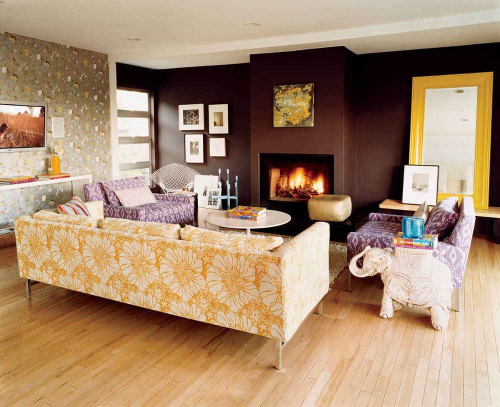 Enjoy the TV the fireplace the viewuand talk to everyone domino