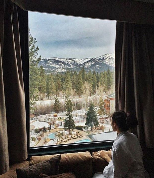 Comparateur de voyages http://www.hotels-live.com : Waking up for work knowing that you get to take a  break later. Or a spa break. Or hit the casino. Or take a dip in the heated outdoor pool. Yeah  its good not to be home at @hyattlaketahoe. Photo: @michellevanesa. #riseandgrind #laketahoe #ski #workliveplay Hotels-live.com via https://www.instagram.com/p/BBaPMWHlf5w/ #Flickr via Hotels-live.com…