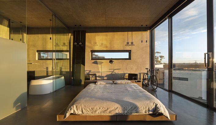 Super gaaf betonnen huis met glazen zwembad op het dak roomed interior s - Glazen dak dak glijdende ...