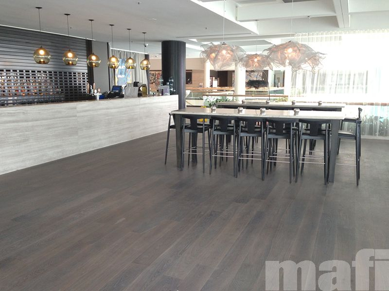 Sheraton mirage resort spa gold coast by dbi design for Commercial bar flooring