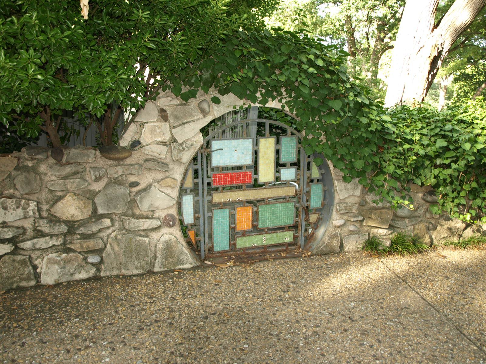 Hobbit Gate With Images Round House Hobbit House