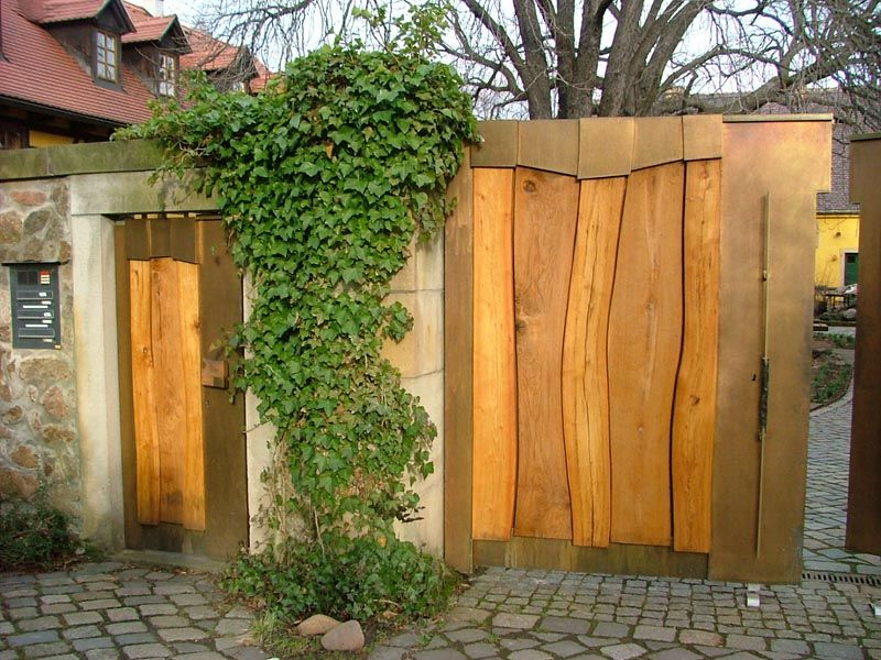 Hoftor holz metall garten pinterest hoftor metall for Deko zaun metall
