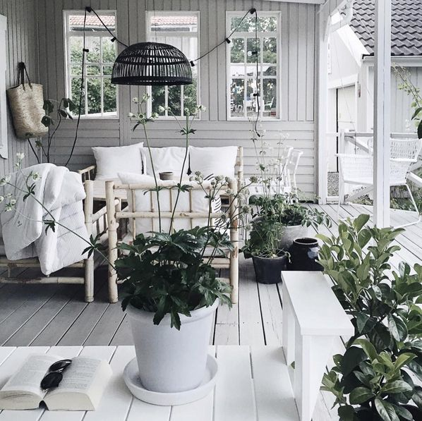 Kwiaty Doniczkowe I Ziola W Domu Pomysly I Inspiracje Fajna Strona Porch Life Home Table Decorations
