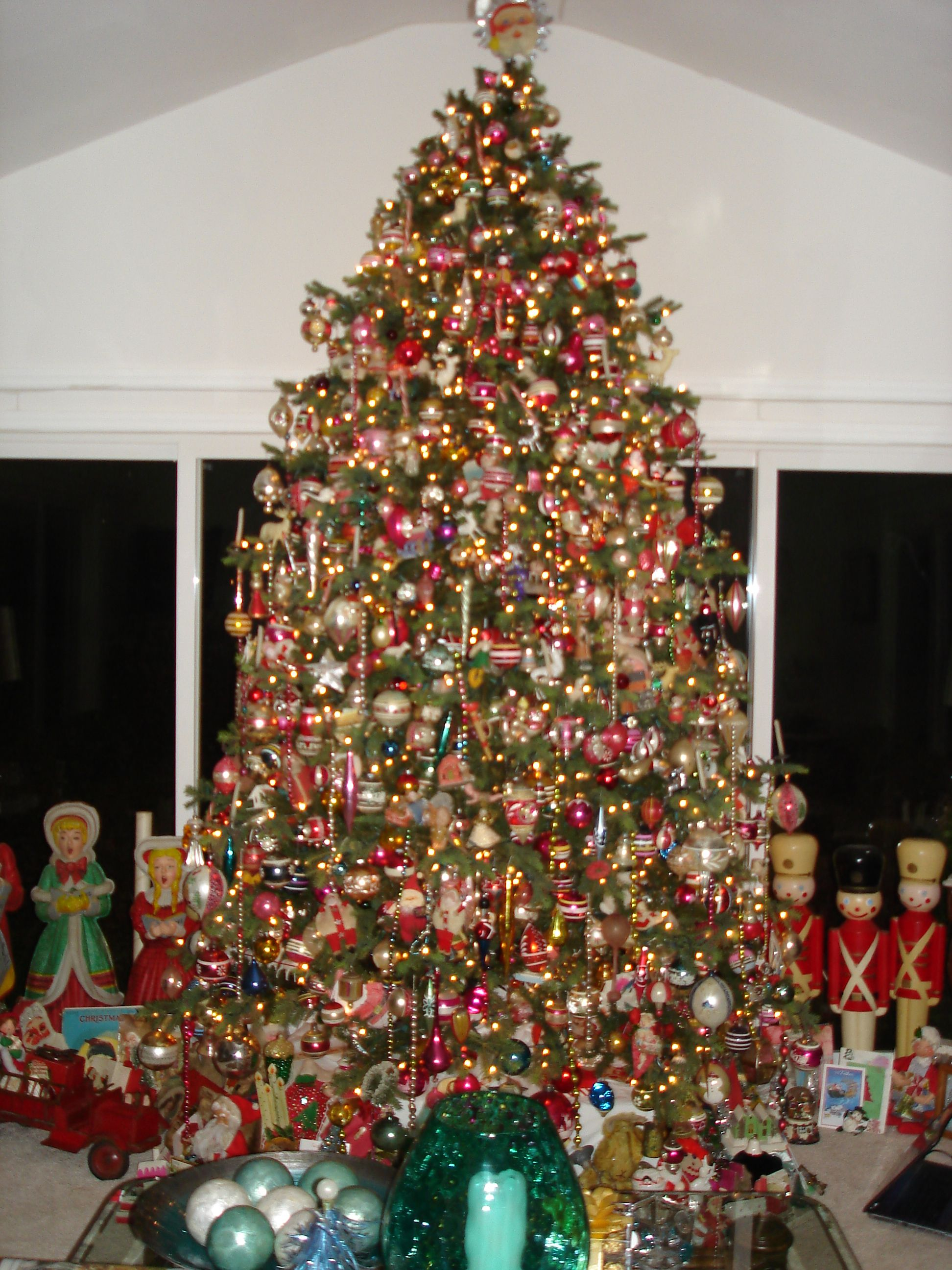 live 10 foot tree in family room all antique ornaments - How To Decorate A 10 Foot Christmas Tree