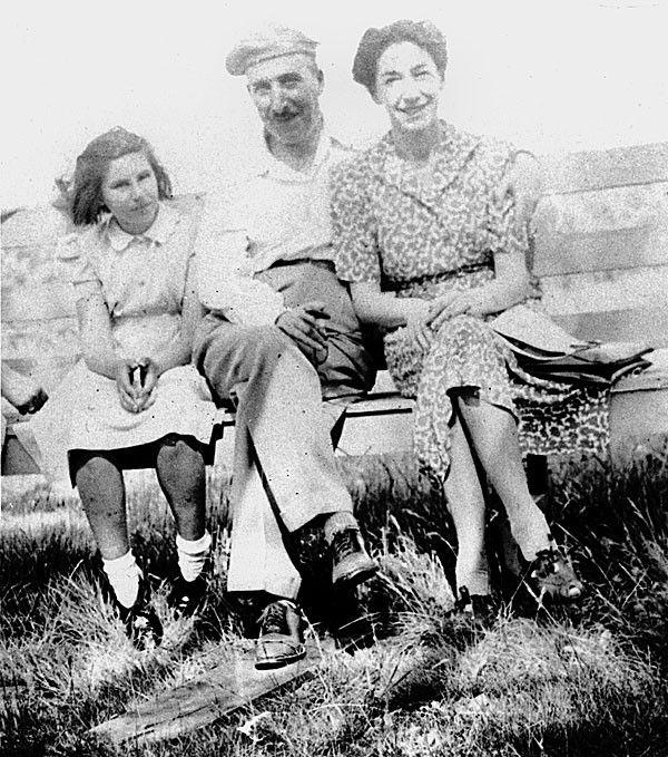 Stefan Zweig Seine Frau Lotte Und Deren Nichte Eva 1940 In Bath In England Stefan Zweig Dichter Und Denker Schriftsteller