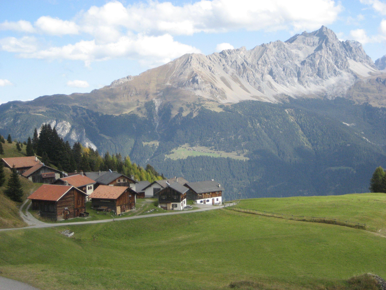 Kleine Siedlung oberhalb von Salouf im Kanton Graubünden Foto vom 09.10.2014