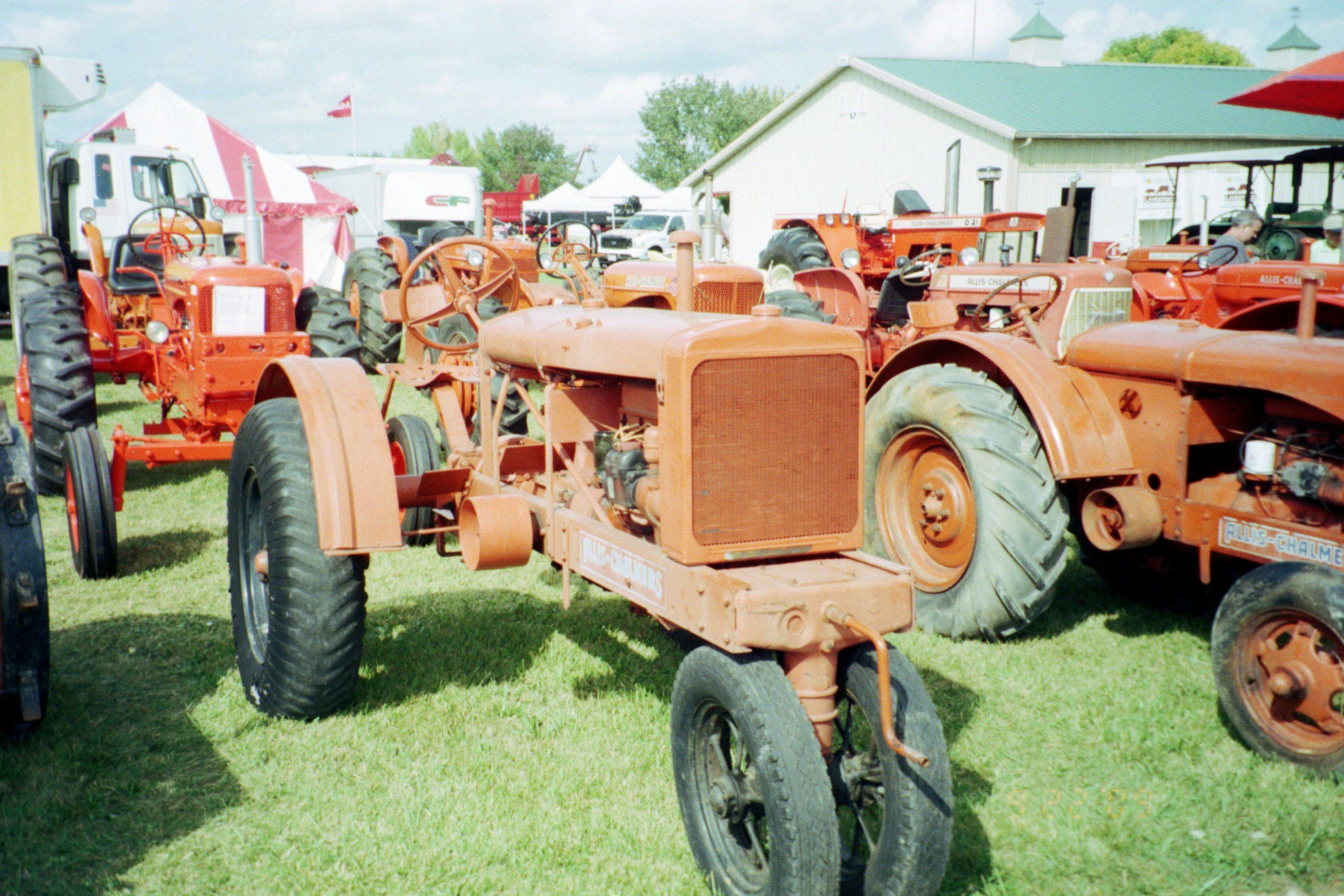 Allis Chalmers tractor Allis chalmers tractors, Tractors