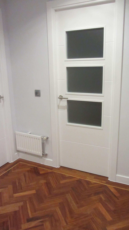 Detalle De Puerta Acristalada Con Vidrios Mate Lacada En Blanco  ~ Precio Puerta Lacada Blanca Instalada