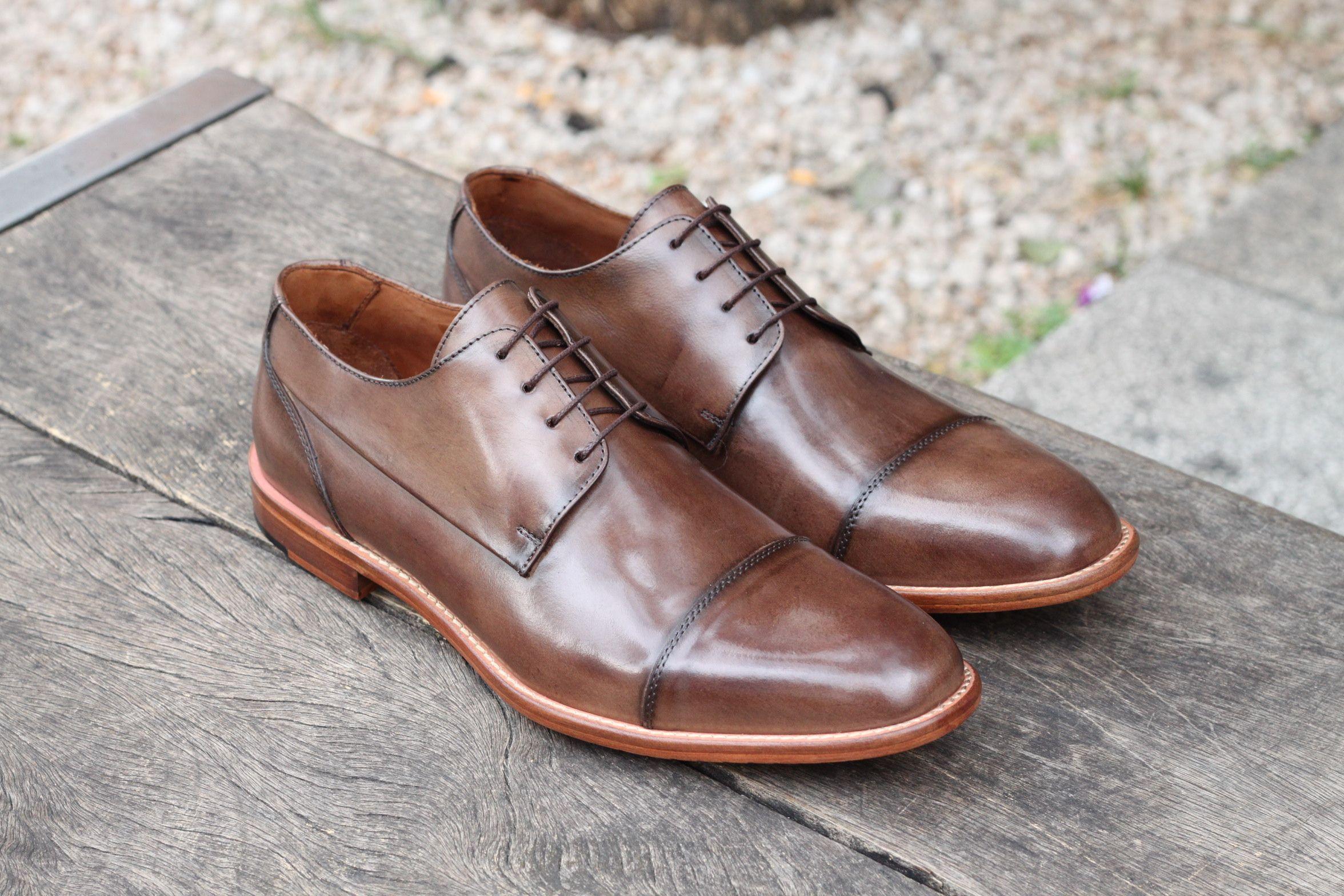 372da3341 Sapato Social Masculino Derby CNS em couro cor Sand com sola de couro e  forro em