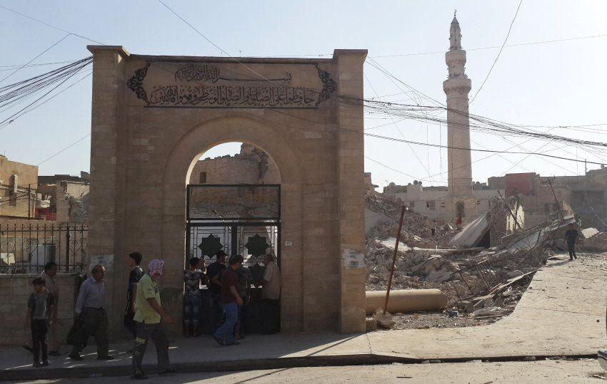 IS-Offensive im Irak: Bewohner von Mossul berichteten, mehrere heilige Stätten in ihrer Stadt seien vernichtet worden, darunter das Grab des Propheten Daniel. IS habe außerdem angekündigt, eines der berühmtesten Minarette des Landes, gebaut im zwölften Jahrhundert, zerstören zu wollen.