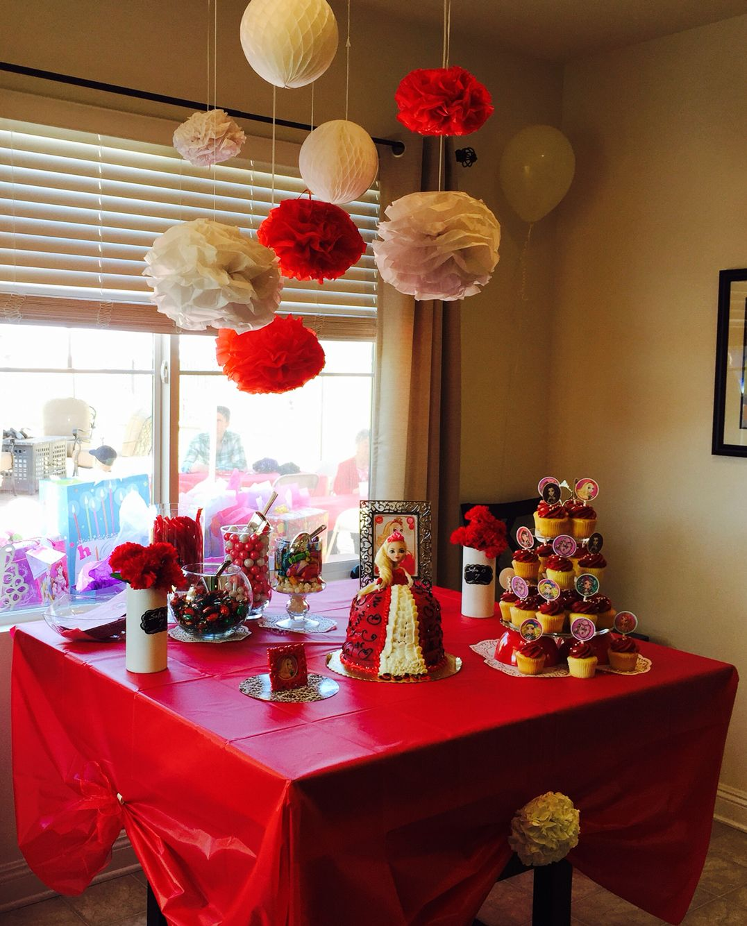Ever After High Apple White Party. Table Decor With Apple