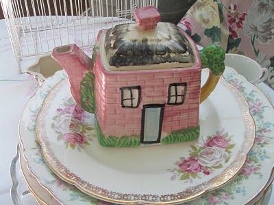 adorable little cottageware teapot!