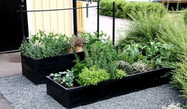 Diy een simpele plantenbak voor op het dakterras tuin for Tuinontwerp eetbare tuin