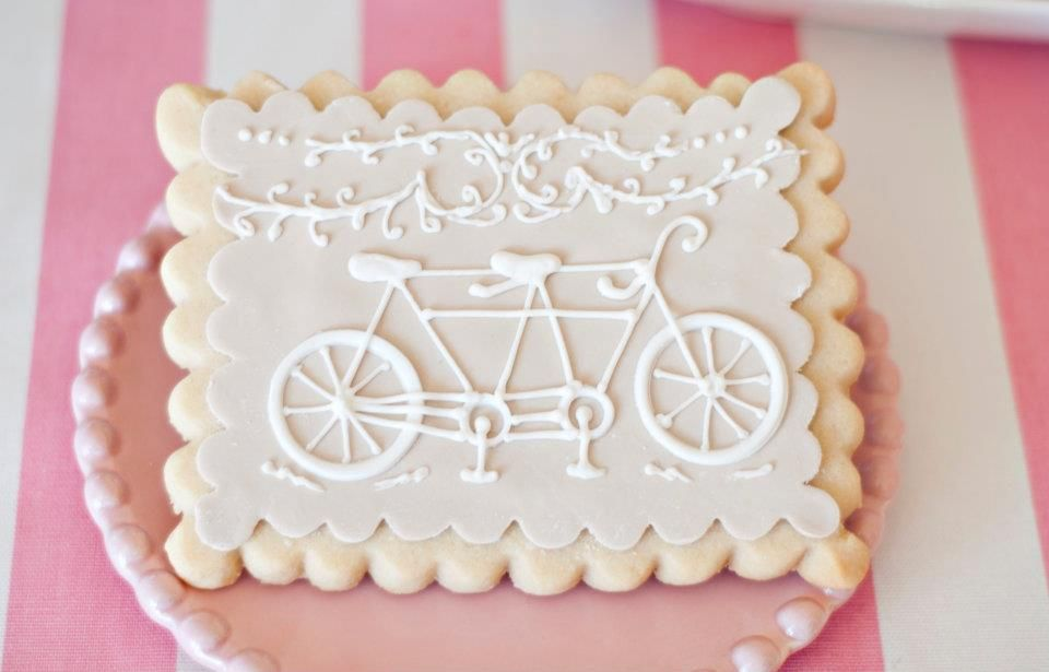 Gorgeous bike-themed party cookies.