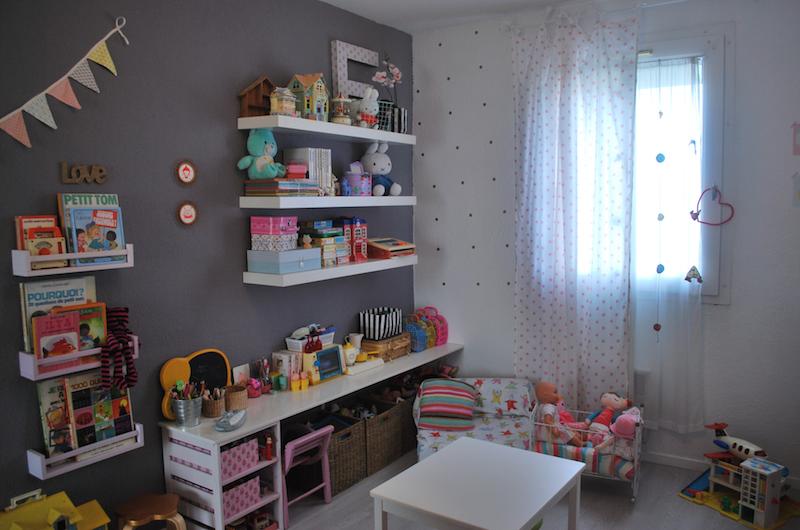 chambre elisa montre moi ta chambre deco chambre enfant decoration accessoire webzine mag babayaga magazine - Etagere Enfant Deco