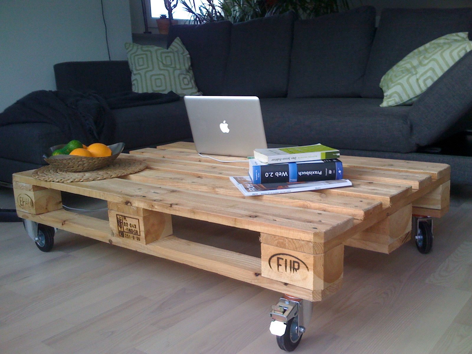 Wohnzimmertisch Paletten Holz Europalett Tisch Idee Need It Sectional Coffee Table