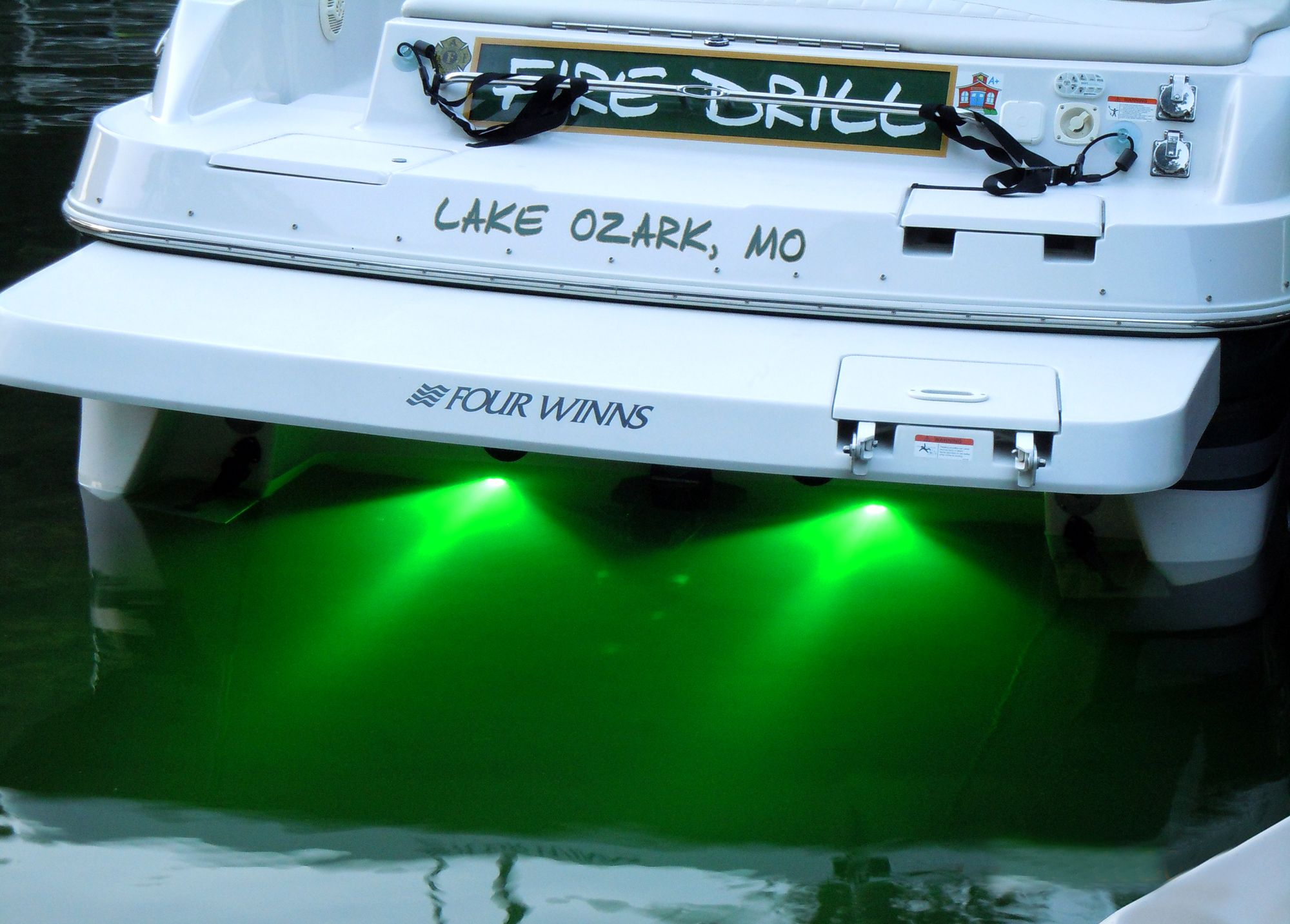 Underwater LED boat light These marine grade stainless steel lights add a pop of color in & 25+ unique Boat lights ideas on Pinterest | Led boat lights ... azcodes.com