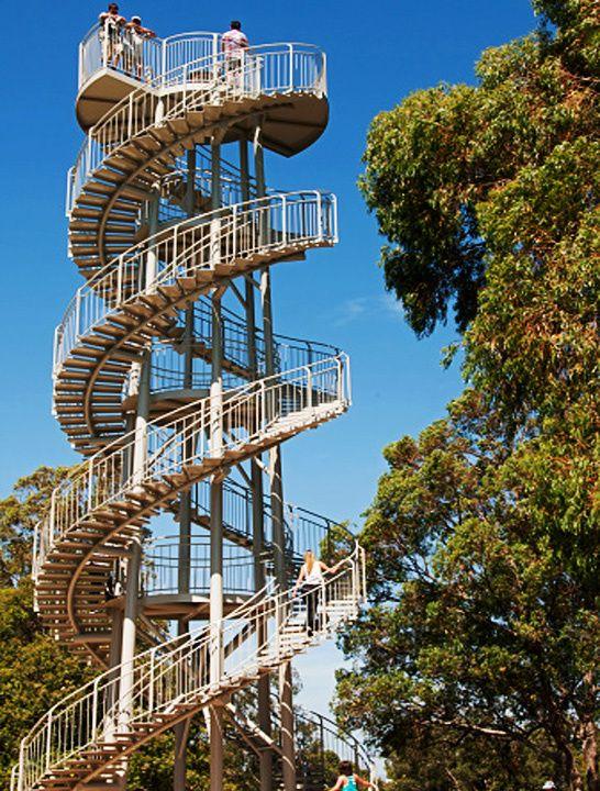 Escaleras que giran y giran…