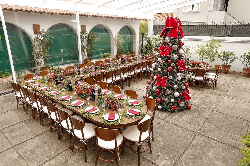 Celebrar a amizade com um almoço de Natal inesquecível pode ser uma ótima forma de encerrar o ano. Mostramos os detalhes de mais um evento cheio de carinho!
