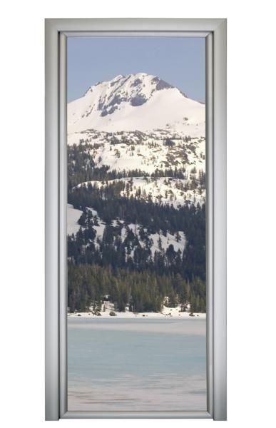 Fotomural puerta lago nevado.