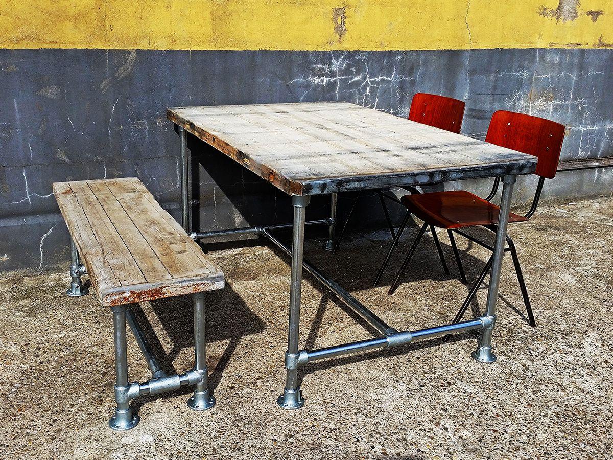 Authentieke tafel van steenschot met steigerbuis onderstel for Tafel van steenschotten