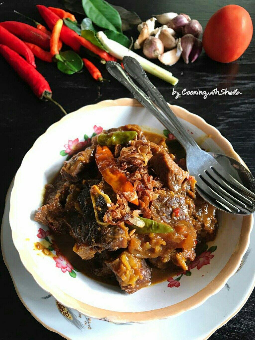 Krengsengan Sapi Adalah Menu Daging Khas Jawa Timur Selain Sapi Boleh Diganti Dengan Daging Kambing Dan Jeroan Resep Makanan Makanan Dan Minuman Makanan Enak