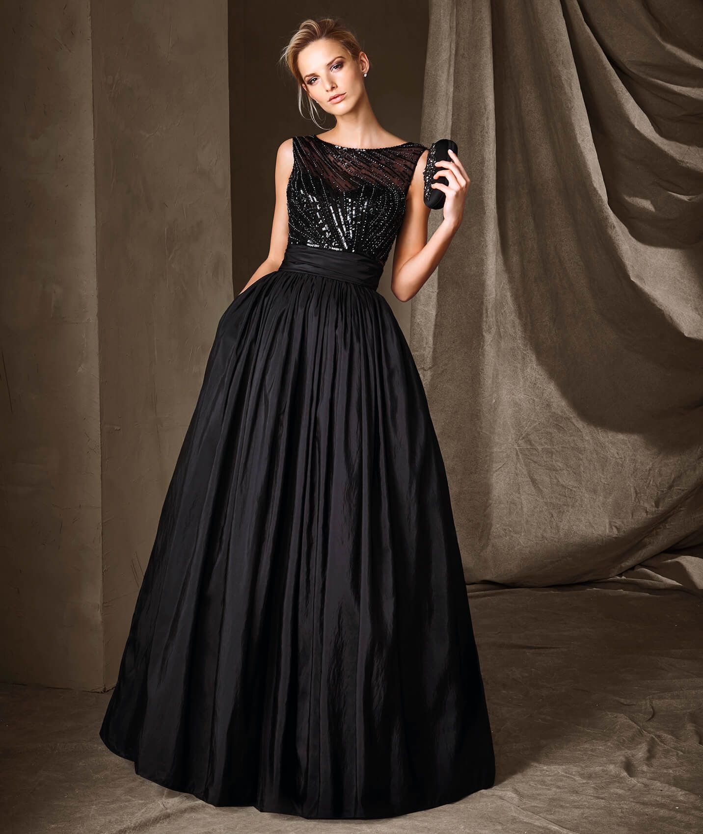 Aristocratic, long princess-style dress. A dress with a bateau ...