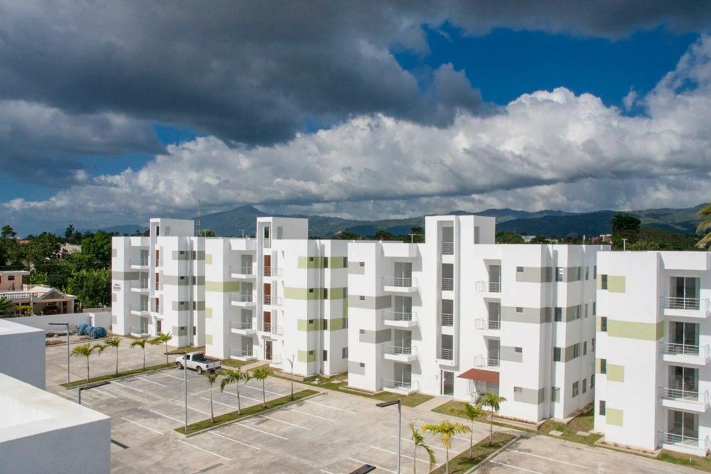 Apartamentos acogedores disponibles para usted, en el Residencial Brisas de Don Pedro con la siguiente distribución: 2 baños, habitación principal con baño incluido, comedor, cocina, 2 habitaciones, piscina, gazebo  seguridad 24 hora, balcón, etc.    Para más información no dudes en contactarnos, en la C/ Genero Perez, Edf-Lovenca III, Apto-D-1 con los Tel: 809-583-3915, También puedes contactarnos en nuestras pagina http://www.ingluislora.com.do/.