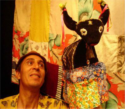 """O espetáculo """"As Pelejas de Benedito com o Boi Surubim"""" ganha única apresentação no espaço da ONG Casa do Zezinho, dia 25 de agosto, às 14h30, com entrada Catraca Livre."""
