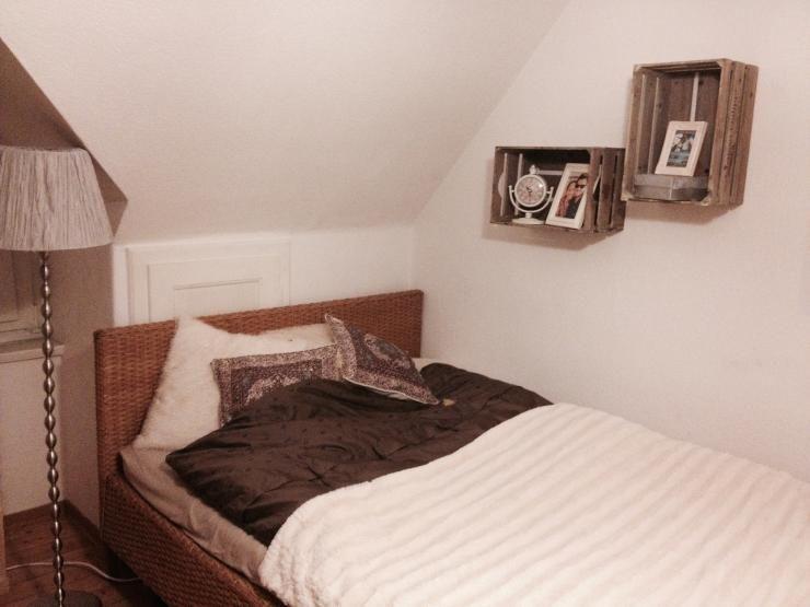 Schlafzimmer mit gemütlichem Bett unter der Dachschräge und coolen - schlafzimmer ideen dachschräge