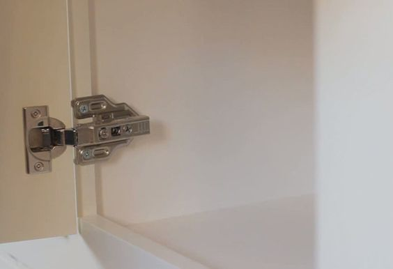 Best How To Replace Hinges Kitchen Cabinet Hardware Cabinet 640 x 480
