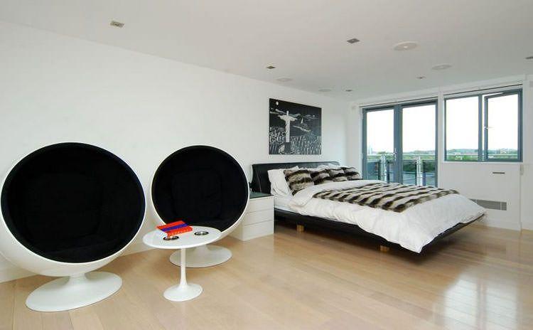 Plafoniere Per Camere Bianche : Eleganti camere da letto in bianco e nero