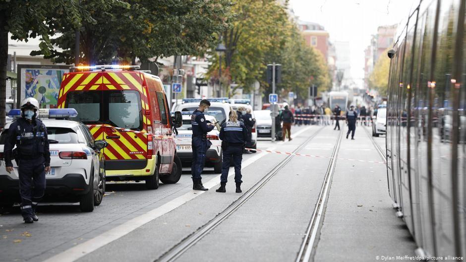 ثلاثة قتلى في هجوم بسكين في نيس الفرنسية واعتقال المهاجم صوت المانيا Street View Scenes Views