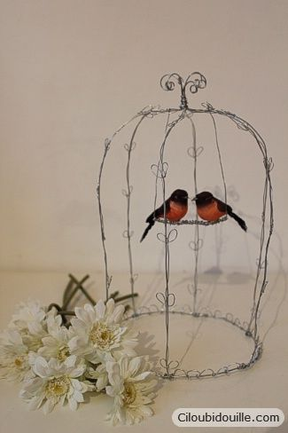 cage oiseaux en fil de fer bird cages wire art and bird. Black Bedroom Furniture Sets. Home Design Ideas