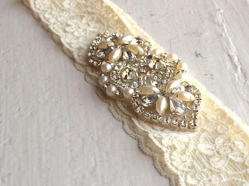 Cherub Lace Garter / Wedding Garter / Bridal Garter / Flower Garter / Pearl Garter | Davie & Chiyo