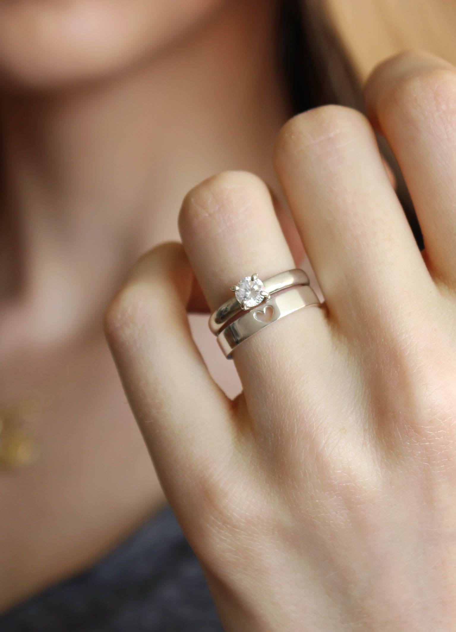 Lindas alianças de noivado e casamento feitas à mão em ouro branco. As joias  também podem ser feitas em ouro amarelo e rosé. 6c60346c66