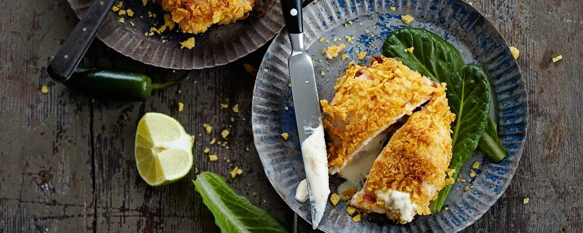 Klassinen kanaresepti sai uuden, meksikolaisen twistin: Chicken Cordon Bleu nachoilla ja jalapenotuoreluustolla. Katso ohje ja maista, miten herkullista!