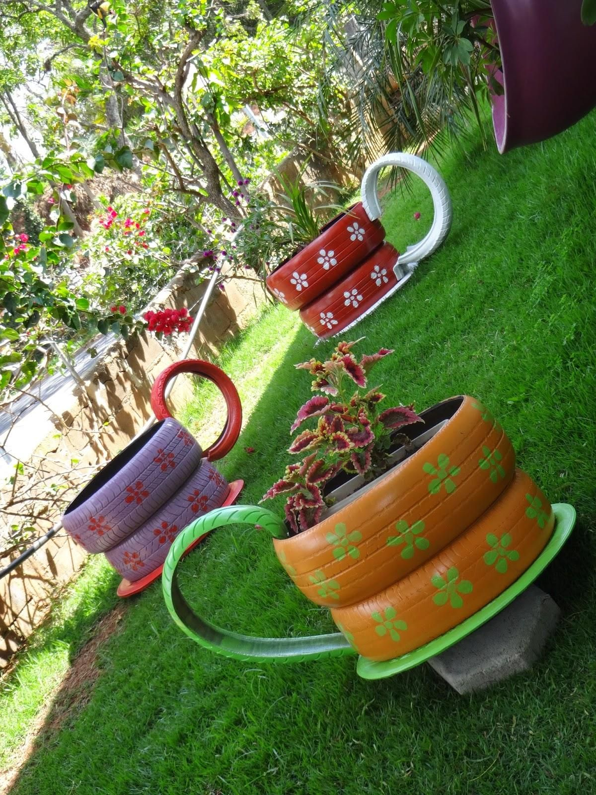 Garden decor with tyres  imagem   Tire Crafts and projects  Pinterest  Tired Yard