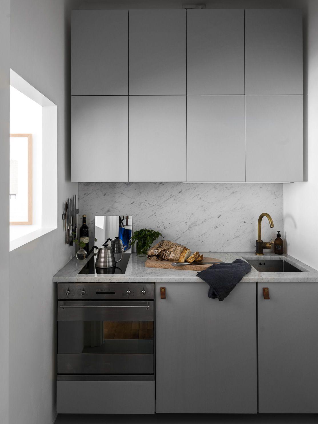 cuisine compacte et chic en gris clair cuisines kitchen i pinterest cocinas cocinas. Black Bedroom Furniture Sets. Home Design Ideas